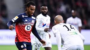 Lyon beat Paulo Sousa's Bordeaux and threatens Lille's second place